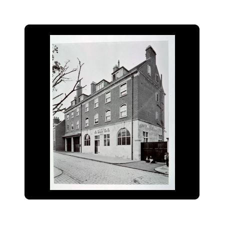Built by the London County Council and opened in 1903, Pageants Wharf fire station still stands at 241 Rotherhithe Street, SE16. With the decline of the Surrey Docks system and removal of the swing bridges at either end of Rotherhithe Street