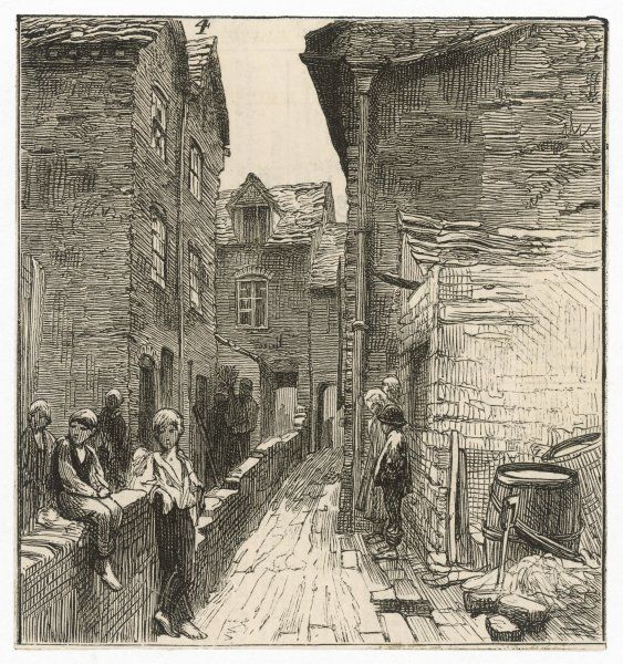 Birmingham : children hanging about in a narrow alley, John Street Court