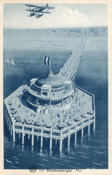 Blankenberge, Belgium - The Belgium Pier. Built in 1933 after an Art Deco design by architect Jules Soete. The concrete structure stretches 350m out into the North Sea. Date: circa 1930s
