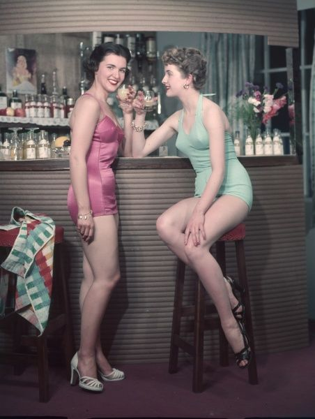 Cocktail Girls 1950S 3/4