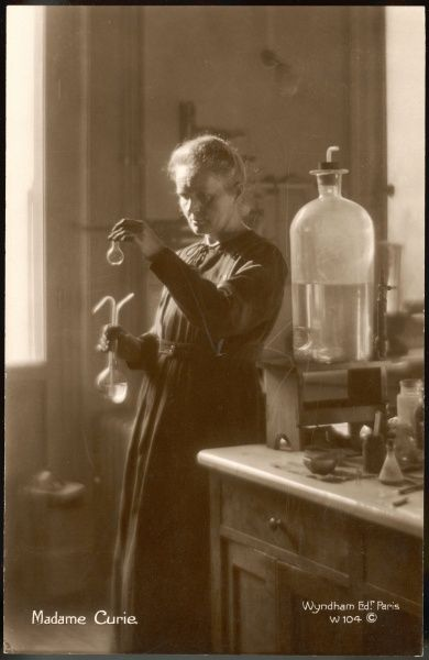 CURIE (1867-1934). MARIE CURIE Physical Chemist In her laboratory