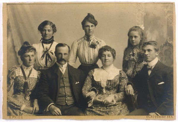 FAMILY PHOTO C1905. Husband, wife and their five children