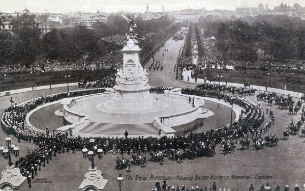 The Royal Progress through London - June 23rd 1911 - Their Majesties passing Queen Victoria's Memorial in front of Buckingham Palace at the end of The Mall. Date: 1911