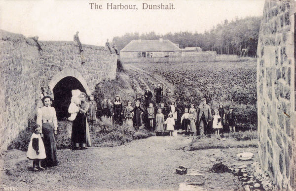 The Harbour (and local residents, mostly children) - River Eden, Dunshalt, Fife, Scotland. The view is hardly changed to this day. Date: circa 1908