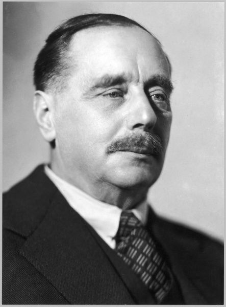 HG WELLS/ANON PHOTO. HERBERT GEORGE WELLS writer, historian