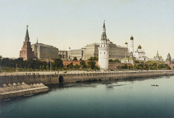 KREMLIN/CARD/1905. A view of the Kremlin taken from across the river