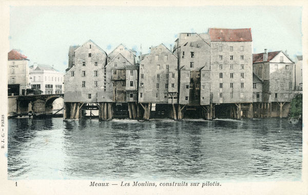 The Mills, built on wooden piles on the River Marne at Meaux in the Seine-et-Marne department in the Ile-de-France region in the metropolitan area of Paris, France. Date: circa 1900