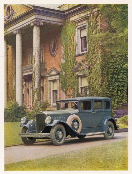 PIERCE-ARROW 1931. Saloon, parked outside a stately mansion