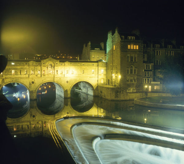 The 18th century Pulteney Bridge, designed by Robert Adam at Bath, Somerset, England. Date: 1980s