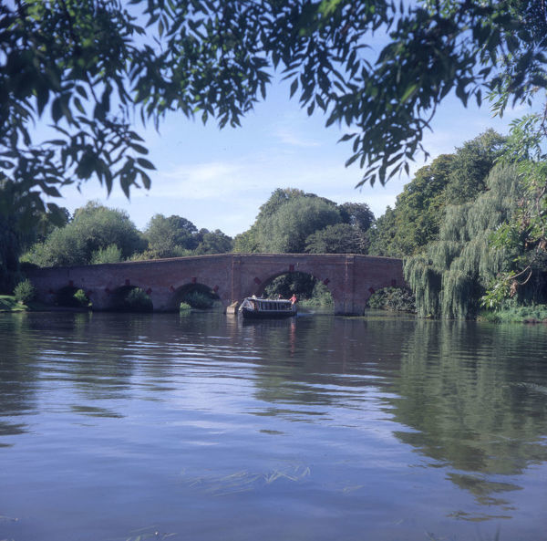 The River Thames at Sonning, Berkshire. Date: 1980s