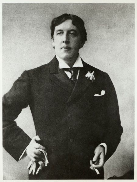 WILDE (ELLIS PHOTO). OSCAR WILDE - Irish writer and celebrity