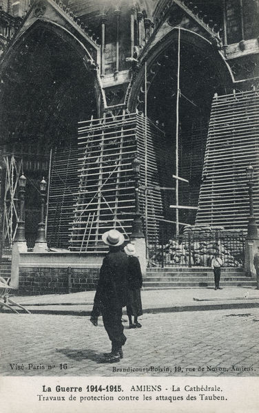WW1 - Amiens Cathedral, France - Protection from air attack using a wall of sandbags (exterior). Date: circa 1915
