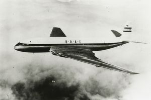 Comet airliner (first in service)., BOAC.