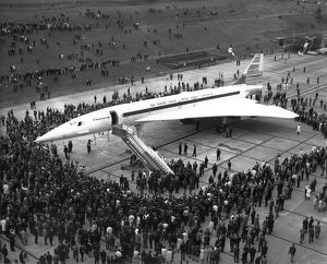 Concorde 002 G-BSST leaves the assembly hall at Filton