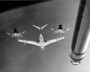 Handley Page Victor K1 refuels 2 RAF McDonnell F-4 Phantoms