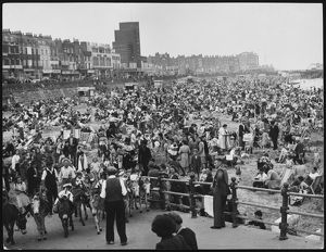 PACKED MARGATE BEACH