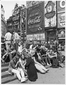 PICCADILLY CIRCUS 1969