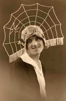 SPIDER WEB CLOCHE HAT