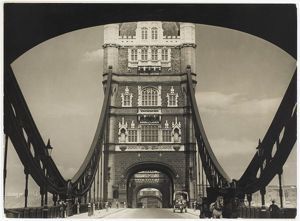 TOWER BRIDGE/CARTS 1930S
